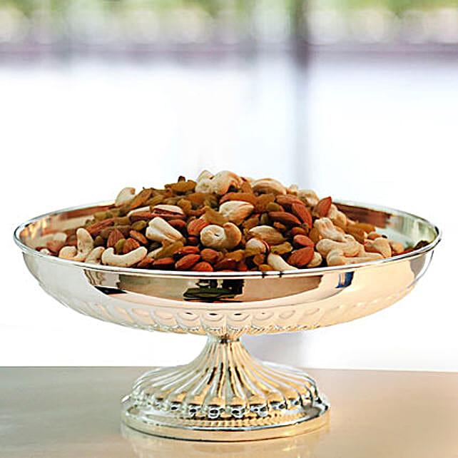 Crisp of Sweetness: Send Karwa Chauth Sargi