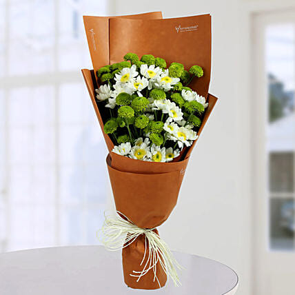 Daisy Bunch With Green Button: Send Chrysanthemums