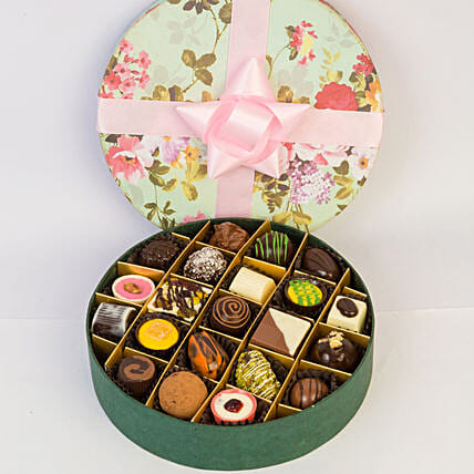 Delectable Chocolates In Floral Box- 21 Pcs: Gift Ideas