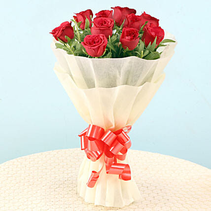 Elegant Red Roses: Gifts for Hug Day