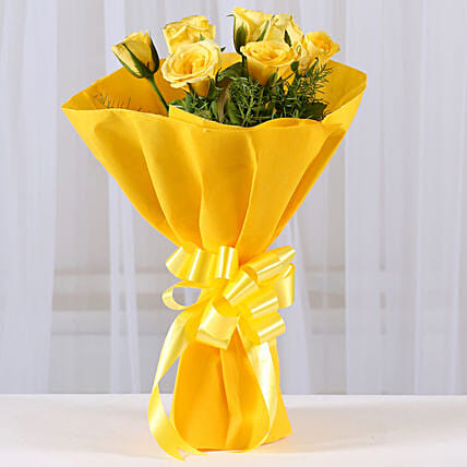 Enticing Yellow Roses Bouquet: Gifts for Hug Day