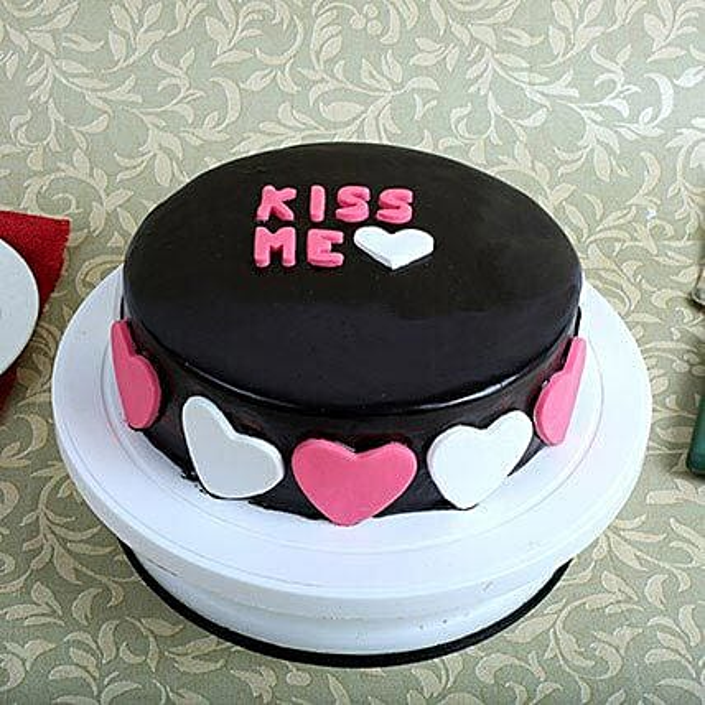 Kiss Me Valentine Cake: Send Designer Cakes