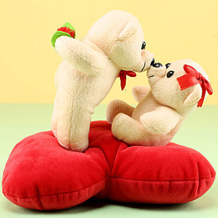 Kissing Teddy: Send Gifts to Kolhapur