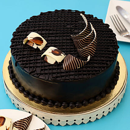 Rich Chocolate Splash Cake: Chocolate Cake