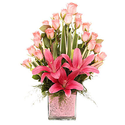 Pink Flowers Vase Arrangement: Mothers Day Gifts Udaipur