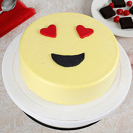 True Love Emoji Cream Cake: Send Vanilla Cakes