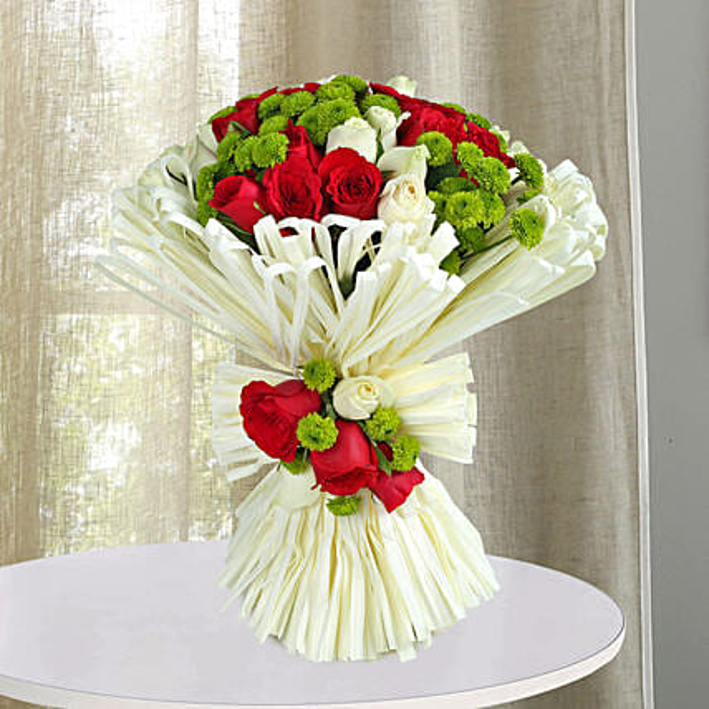 Charming Red N White Roses Bunch: Send Chrysanthemums