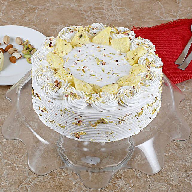Vanilla Flavored Pista Rasmalai Cake: Vanilla Cakes