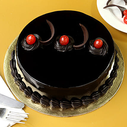 Chocolate Truffle Delicious Cake: Send Karwa Chauth Gifts to Jaipur