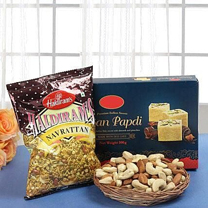 Smart Munch Hamper: Send Gift Hampers